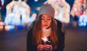 «Расставание— не повод пропускать праздник»: психолог рассказала, как лучше провести каникулы тем, кто внезапно остался без пары