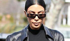 Не без изъянов: Ким Кардашьян замазывает прыщи толстым слоем тонального крема