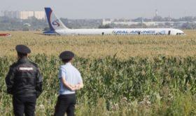 Герои дня: весь мир обсуждает российских пилотов, посадивших самолет с отказавшим двигателем