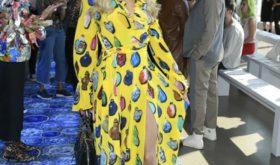 Фешн не их профешн: какие наряды звезды выбрали для модных показов